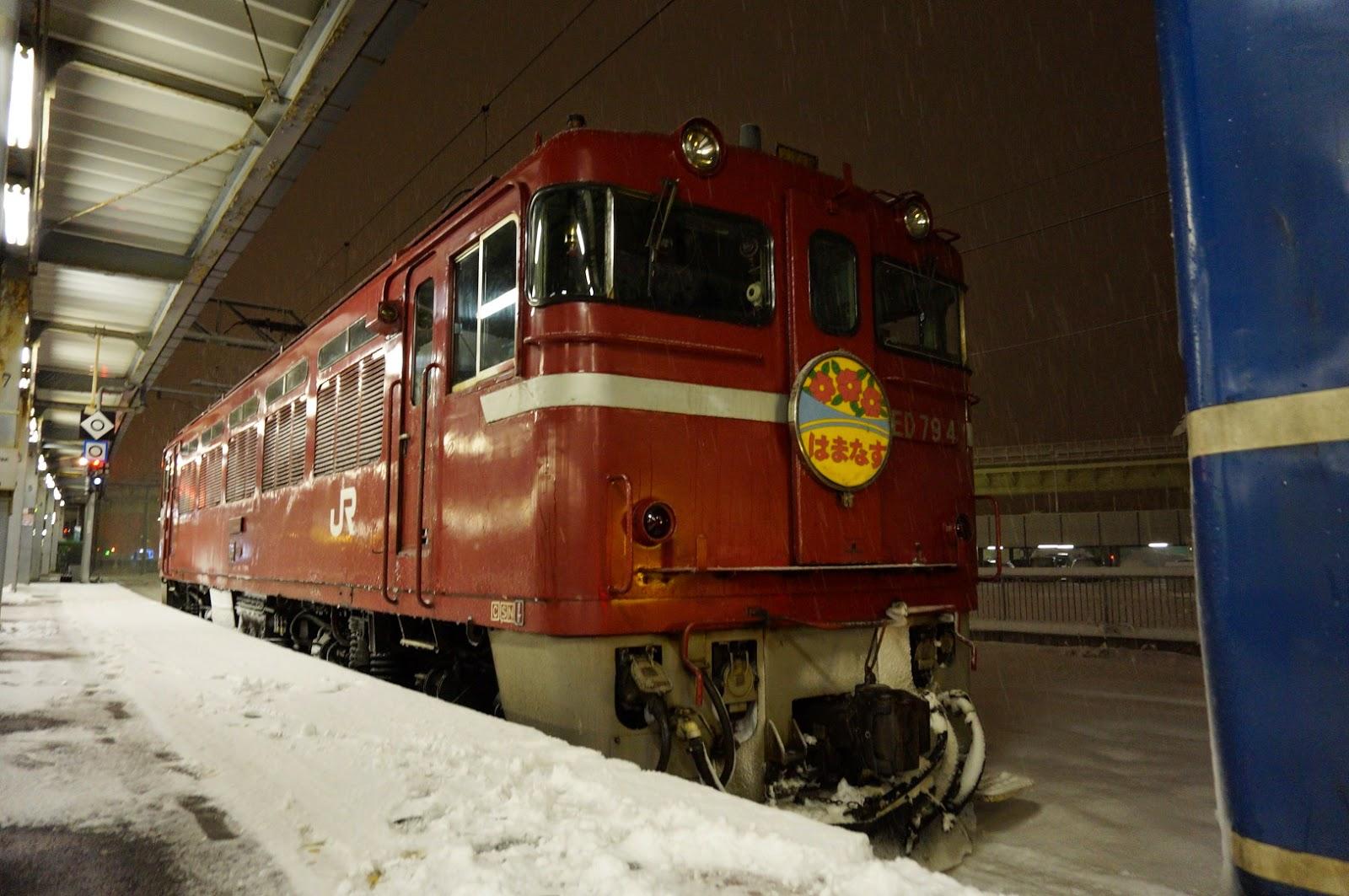 函館駅に停車中のED79形