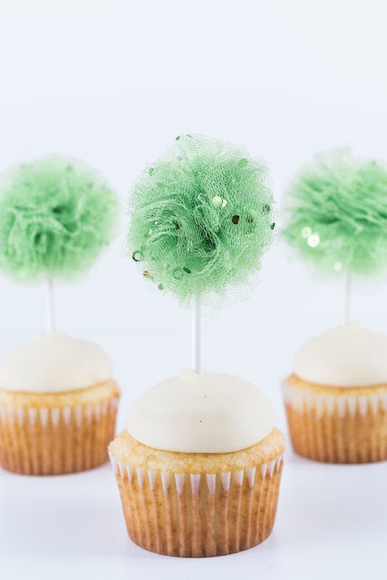 tulle-poms
