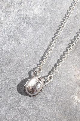 Collier mini scarabée argent