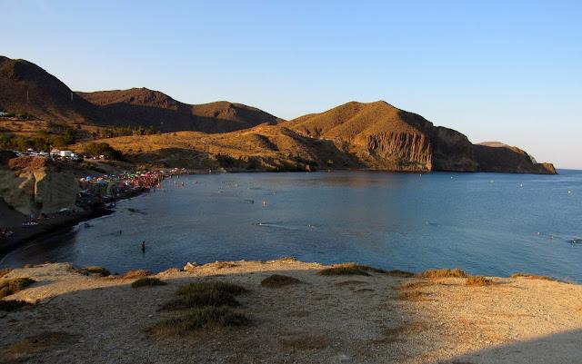 Playa del Peñón Blanco. La Isleta de Cabo de Gata