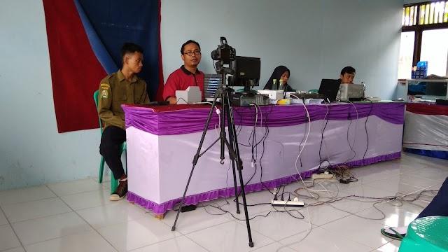 Siswa SMK Mutu Bumi Rekam E-KTP di Sekolah