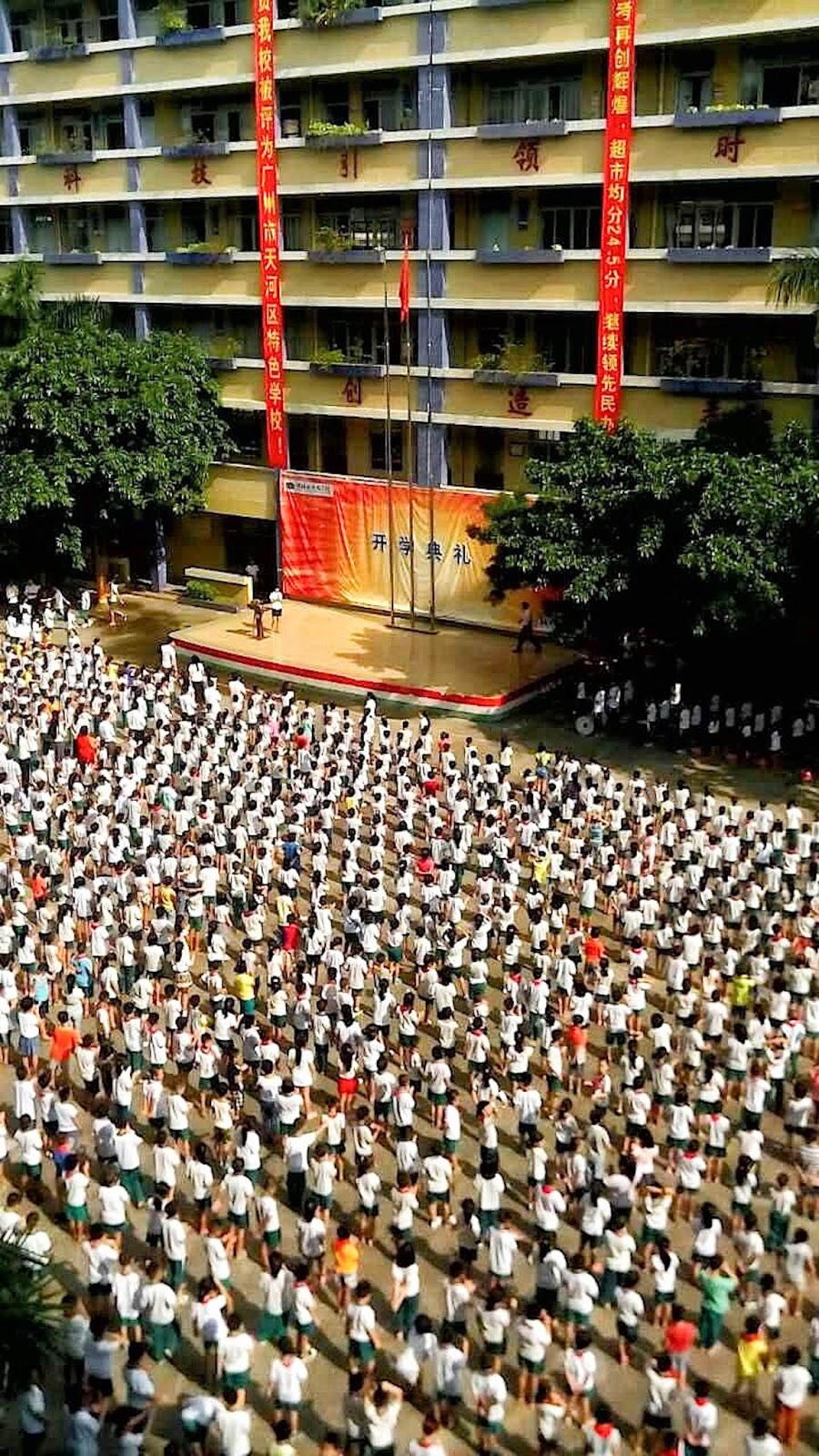 apel w chińskiej szkole, chińska szkoła podstawowa, komunistyczna chińska szkoła, praca w szkole w Chinach
