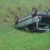 Motorista perde o controle e capota no trevo