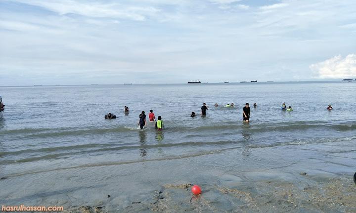 Kelebihan serta Manfaat Mandi Laut atau Mandi di Pantai