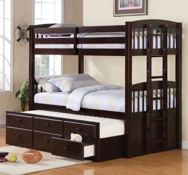 Chiếc giường tầng đa năng được làm từ gỗ tự nhiên rất chắc chắn