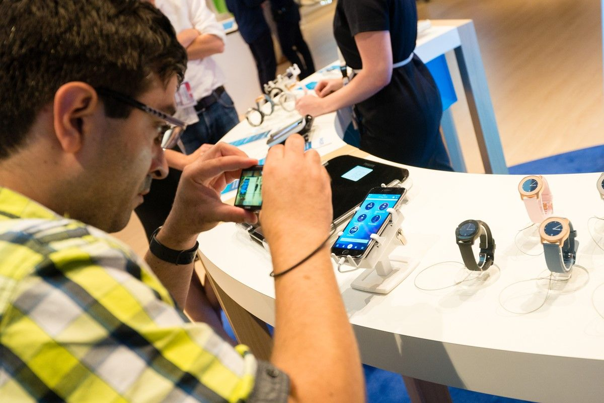 Gripzo,手機防盜架,非常適用於電信業者,例如中華電信,遠傳,台灣大哥大,亞太電信,台灣之星等使用,具有堅不可摧、零失竊的防護防盜性能,低維護成本及高投資報酬率的效益。手機防盜警報器,手機防盜裝置