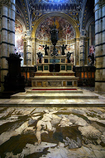 The main altar of the Duomo di Siena and Beccafumi's mosaic floor