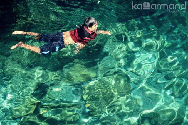 berenang di pusat laut