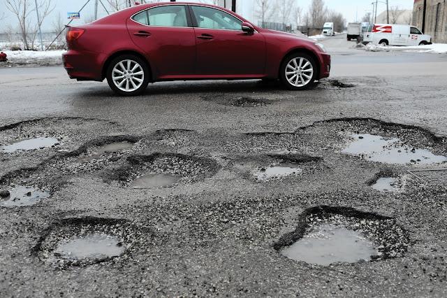 5 pièces de voiture peuvent endommager en raison de nids de poule