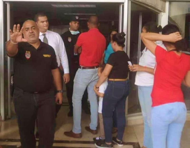 Hombre depresivo por tener VIH se ahorca en clínica de Santiago