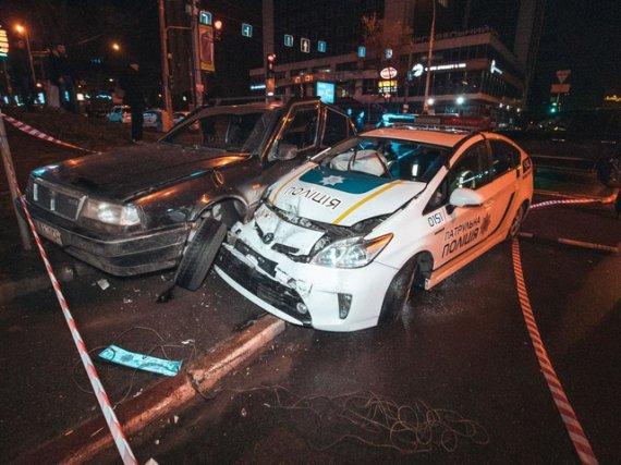 П'яний підліток на викраденому авто зніс машину поліцейських