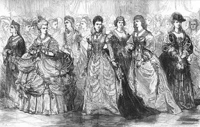 Γυναίκες με ενδυμασία του μεσαίωνα, σε αίθουσα χορού. Ακολουθεί το κείμενο: Πέστε μου πού, σε ποιο μέρος της γης, είναι η Φλώρα, η ωραία από τη Ρώμη, η Αλκιβιάδα, κι ύστερα η Θαΐς, η εξαδέλφη της με τη χρυσή κόμη; Ηχώ απαλή, σκιά σε λίμνη, τρόμοι των φύλλων, ροδοσύννεφα πρωινά, η εμορφία τους δεν έδυσεν ακόμη. Μα πού 'ναι τα χιόνια τ' αλλοτινά;  Πού 'ναι η αγνή και φρόνιμη Ελοΐς; Γι' αυτήν είχε τότε καλογερέψει ο Πέτρο Αμπαγιάρ. Άλλος κανείς όμοια στον έρωτα δεν θα δουλέψει. Κι η βασίλισσα που έκανε τη σκέψη κι έριξε στο Σηκουάνα, αληθινά, το σοφό Μπουριντάν για να μουσκέψει; Μα πού 'ναι τα χιόνια τ' αλλοτινά;  Η ρήγισσα Λευκή, ρόδον αυγής, με τη φωνή της τη γλυκά ακουσμένη, η Βέρθα, η Βεατρική, η Αρεμβουργίς του Μαίν, η Σπαρτιάτισσα η Ελένη, κι η καλή Ιωάννα από την Λορραίνη, όλες ανοίξεως όνειρα τερπνά, η ανάμνησή τους ζωηρή απομένει. Μα πού 'ναι τα χιόνια τ' αλλοτινά;  Πρίγκιψ, αν τις αναζητείτε τώρα, τάχα θα τις εύρετε πουθενά, τάχα θα υπάρχουν σε καμιά χώρα; Μα πού 'ναι τα χιόνια τ' αλλοτινά;