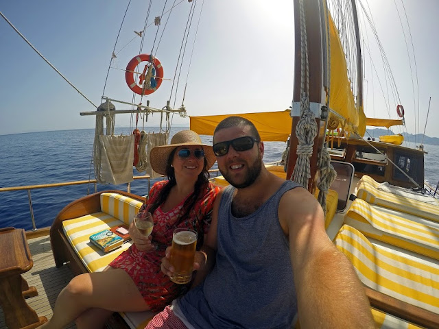 Couple sailing in Turkey with Neyzen Travel