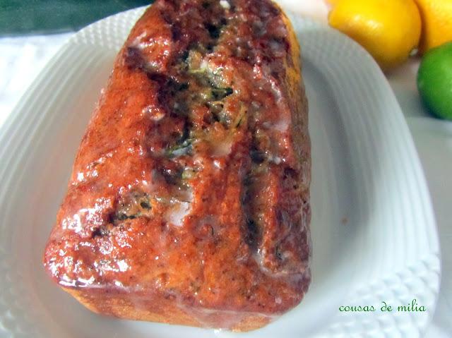 Bizcocho de calabacín, limón y semillas de amapola