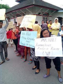 Terkait Warga Demo Minta Kepling Dikembalikan : Camat : Penunjukkan Kepling merupakan Hak Preogratif Lurah
