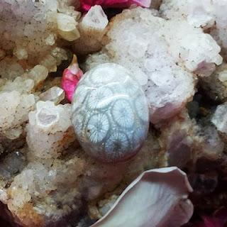 Batu Mustika Teratai Putih