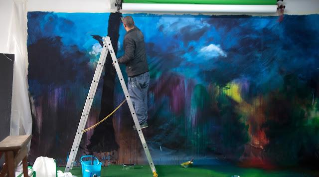 peinture sur toile pour un decor de clip jean baptiste besançon