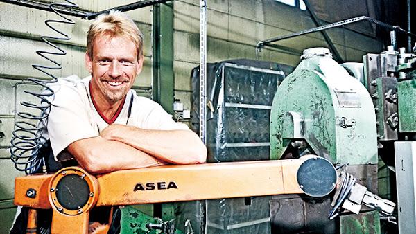 1978年ASEA推出世界第一台電力驅動的工業機器人--IRB 6-1