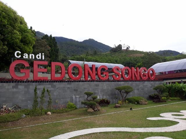 halaman depan gedongsongo