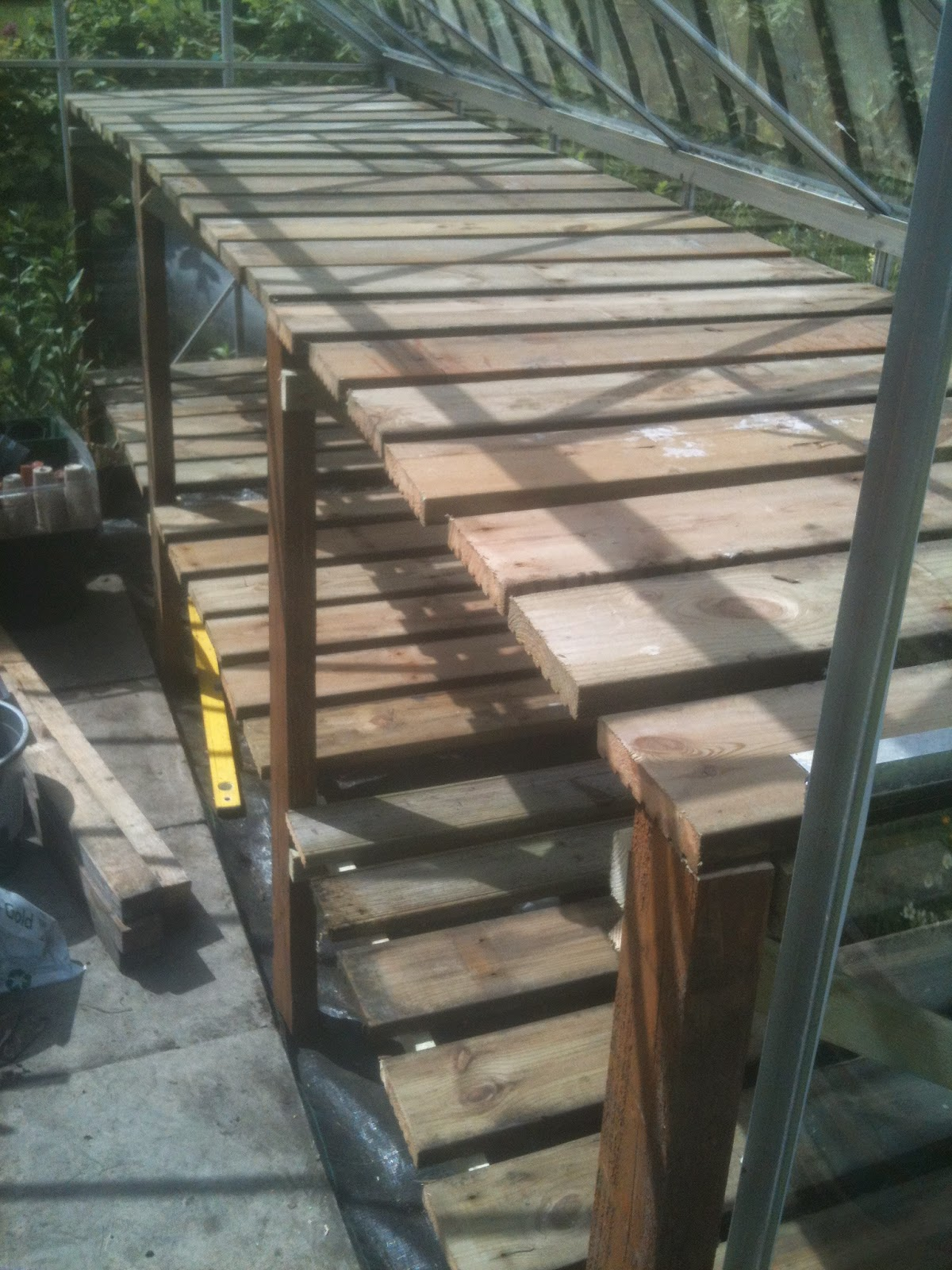 Building cheap staging from recycled wood.