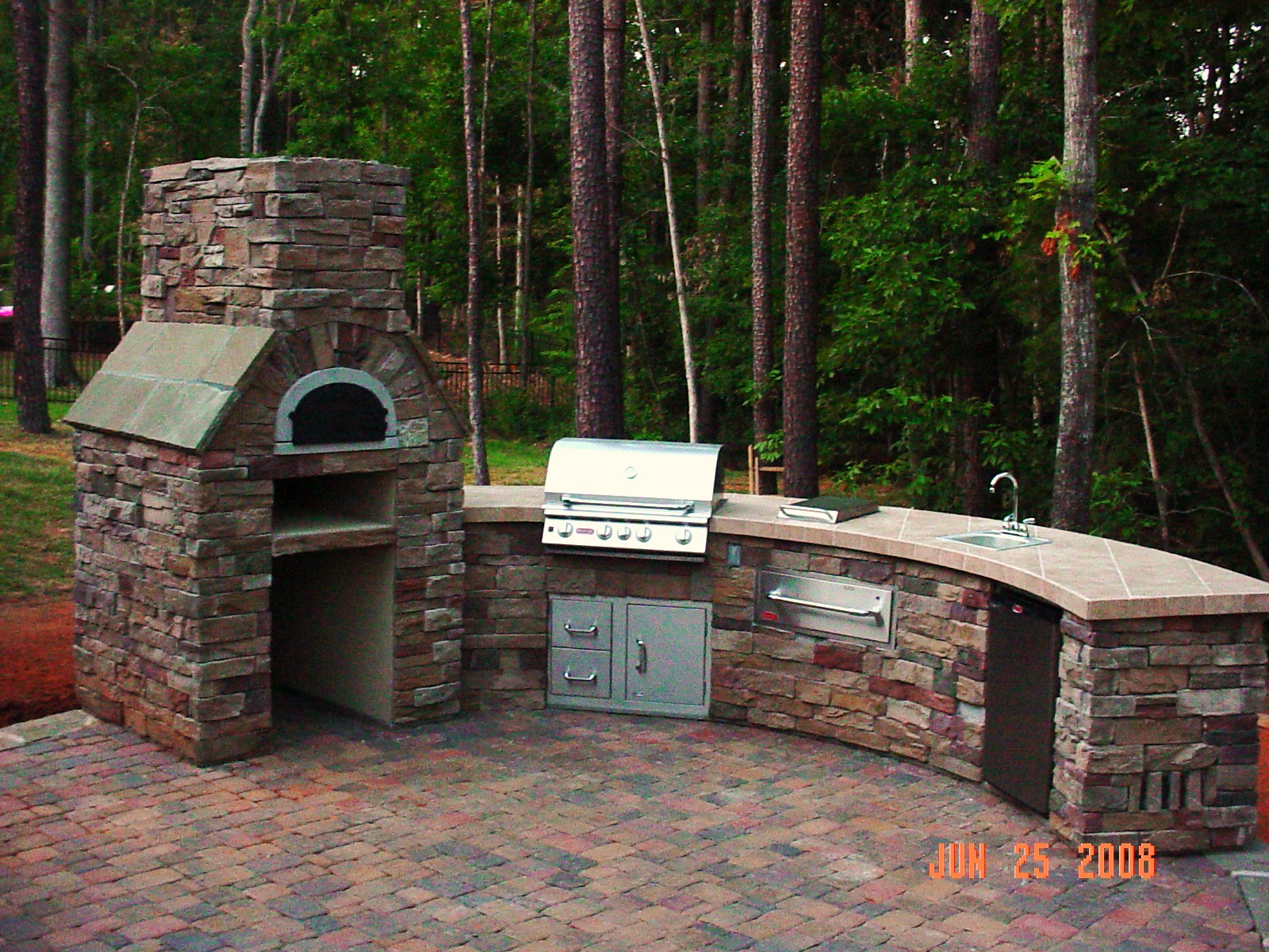 Outdoor Kitchens with Pizza Oven and Grill Top