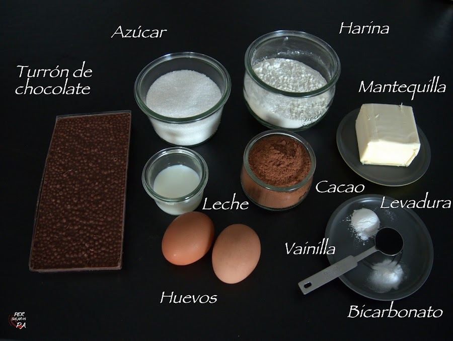 Brownie de turrón de chocolate, el de toda la vida, con arroz inflado. Un bizcocho con aires navideños.