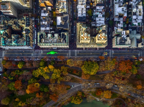 by Jeffrey Milstein - NYC Macys Parade 59th Street | chidas fotos cool stuff - aerial vision of NYC