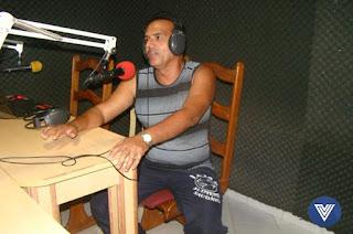http://vnoticia.com.br/noticia/2179-comerciante-do-ramo-de-pescado-eleito-presidente-da-associacao-de-moradores-de-gargau