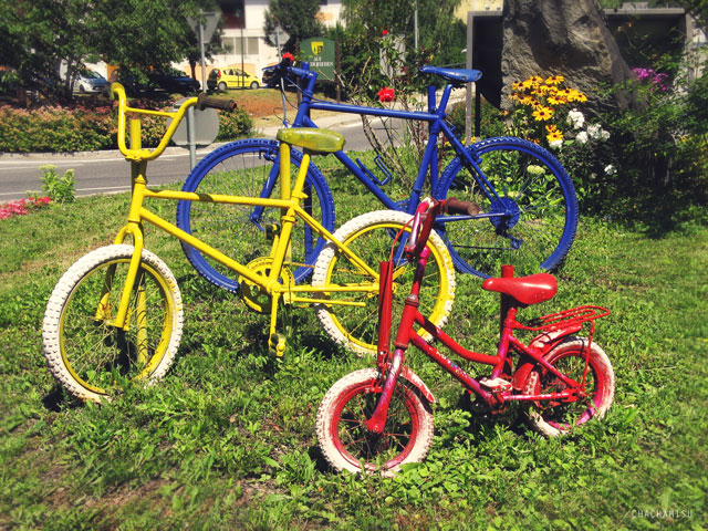 Chachamisu photography - color me photos - pop colors,primer colors, hues, colorful summer in Austria, fun, energetic and dynamic colors, whimsical founds, bikes red yellow blue, roundabout, monumental urban art