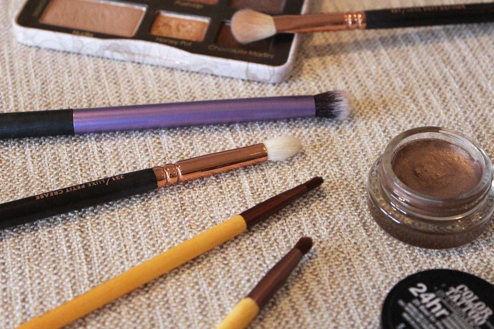5 Eyeshadow Brushes That You Need To Buy | Cate Renée