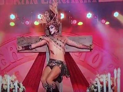 Se piden responsabilidades con miles de firmas por la actuación de Drag Sethlas en la Gala Drag Queen 2017