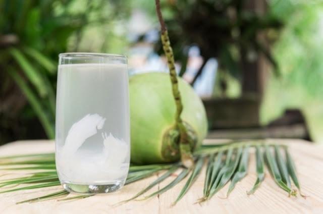 Manfaat Minum Air Kelapa, BisaTurunkan Kolesterol Hingga Sembuhkan Migrain