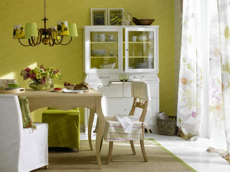 Comedor con paredes verdes