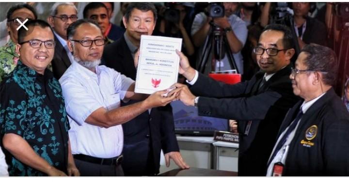 Tim Kuasa Hukum Prabowo Sandi Datangi MK