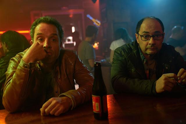Daniel Guzmán y Jordi Sanchez en la película 'Bajo el mismo techo'