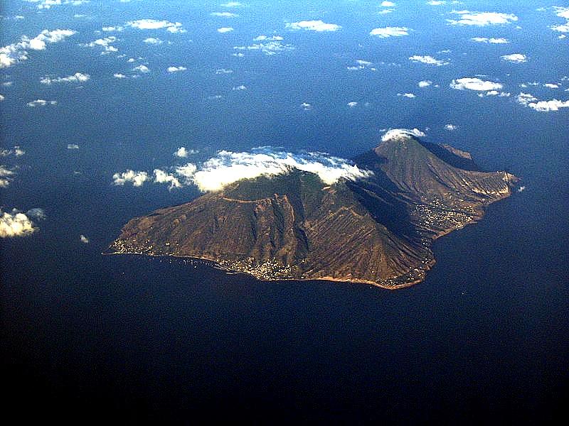 Immagini delle Isole Eolie viste dall'aereo.jpg