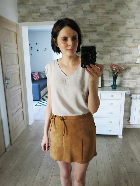 Karmelowa spódnica oraz szary sweterek - DressLily.