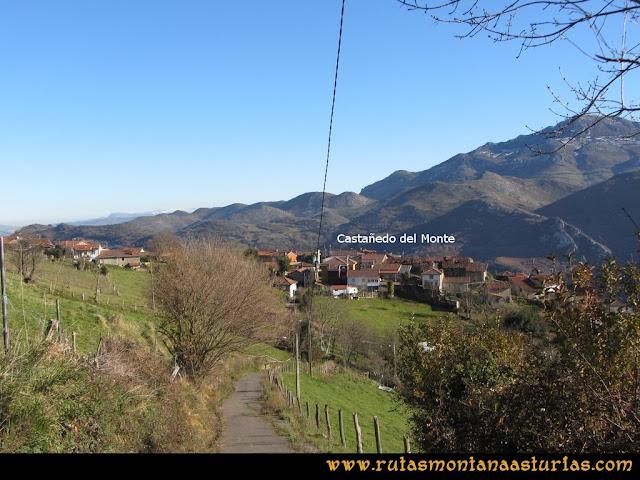 Area Buyera, picos Grandamiana y Plantón: Entrando en Castañedo del Monte.