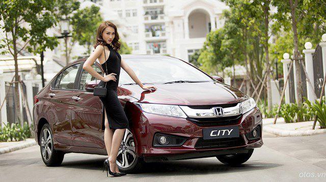 Siêu mẫu Khánh Ngọc gợi cảm bên xe oto Honda City 2016