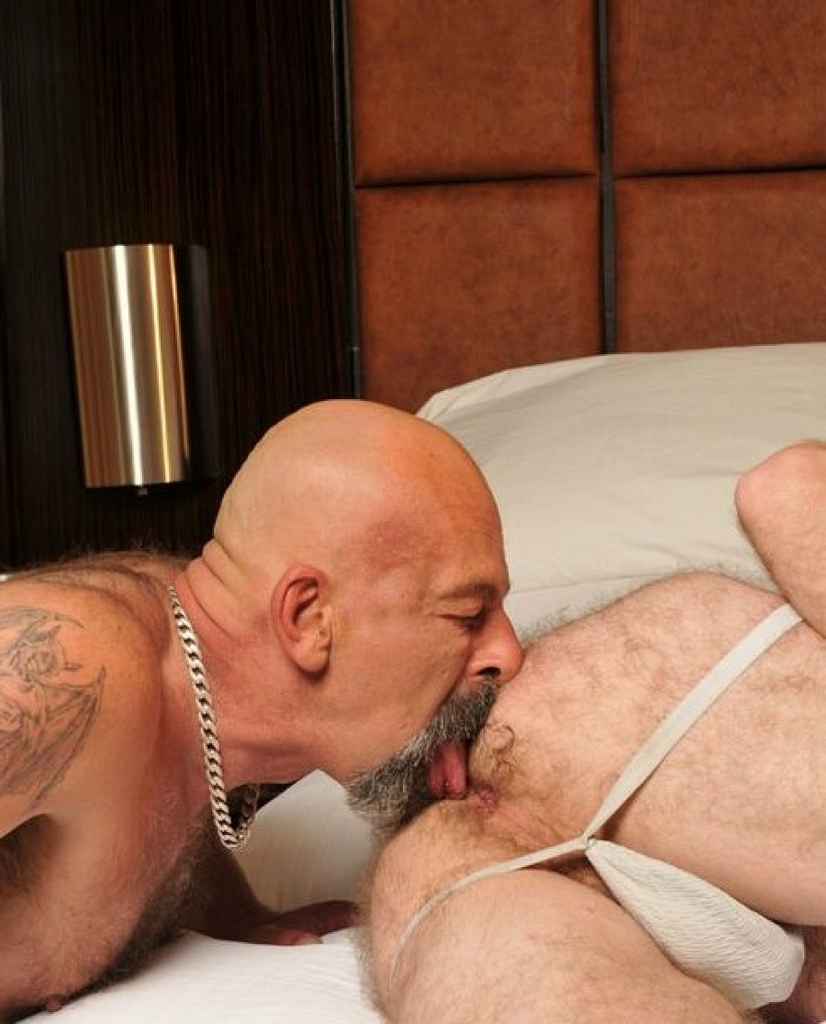 video gay daddy bear deep ass
