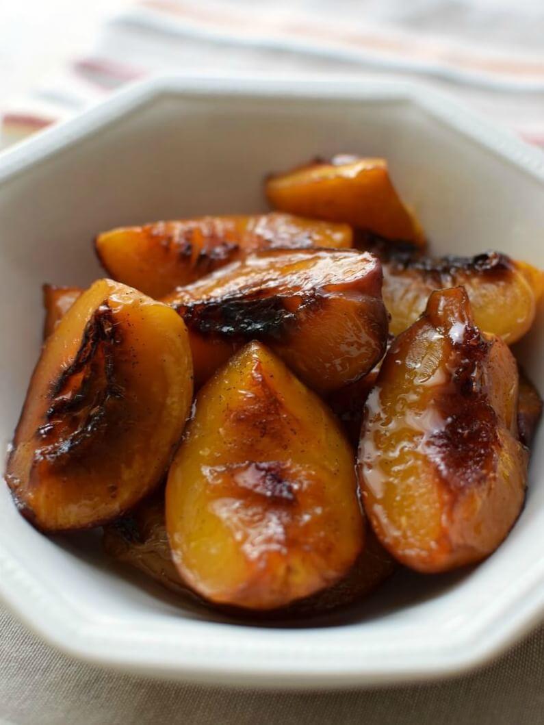 Nectarinas asadas con miel, vainilla y azúcar morena