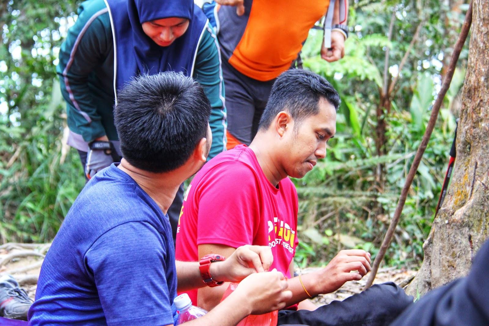 Makan Di puncak puncak Gunung Berembun, Jelebu
