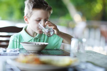Drinking water at meals, a first step to balancing the diet