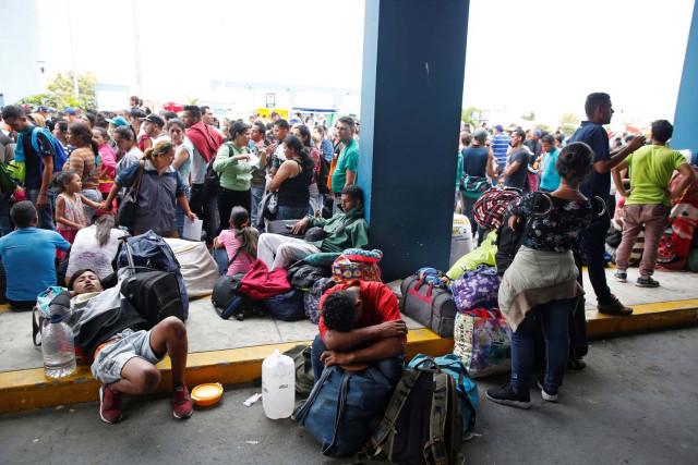 Cada día son más venezolanos que emigran por culpa del régimen de Maduro