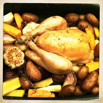 geroosterde polderhoen met wortelgroenten en aardappeltjes