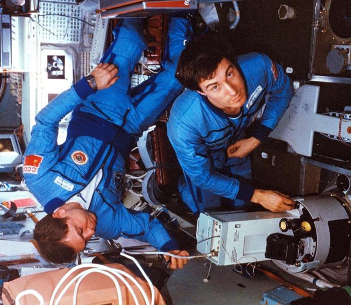 mir-cosmonauts-3