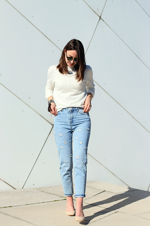 fashion bloggers styling mom jeans