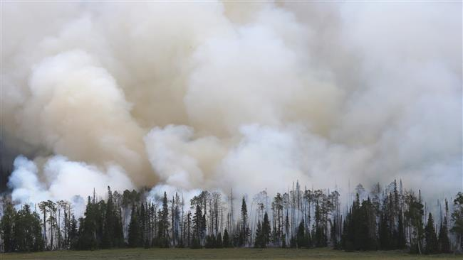 Firefighters battle intense wildfire in Utah