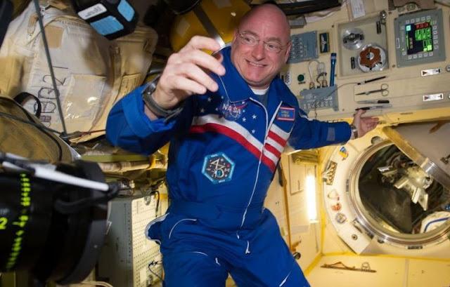 Scott Kelly na Estação Espacial Internacional