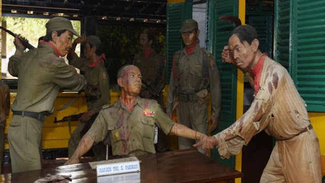 Kubu Jokowi Nyinyir Lagi soal Film G30S/PKI yang Disetop Yunus Yosfiah